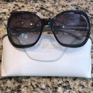 Valentino sunglasses 🕶